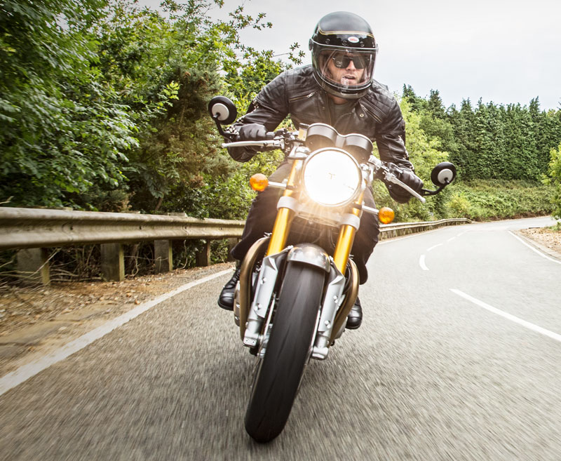 AA_ThruxtonR_Riding_Shot005_A3_CMYK